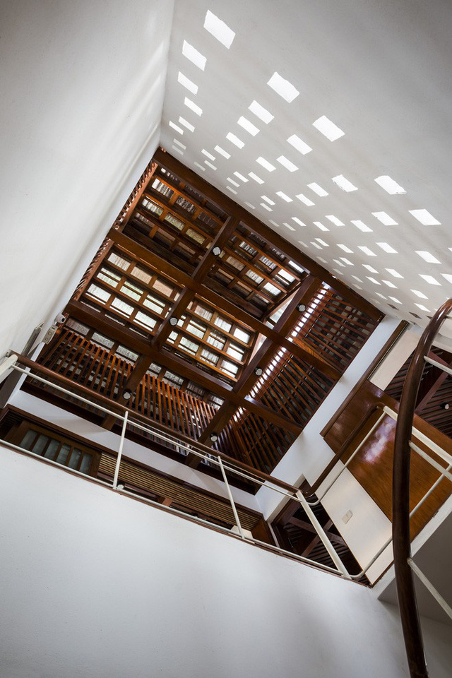 Phần trần nhà vừa đẹp, vừa được tính kĩ để đảm bảo sự thoáng mát.