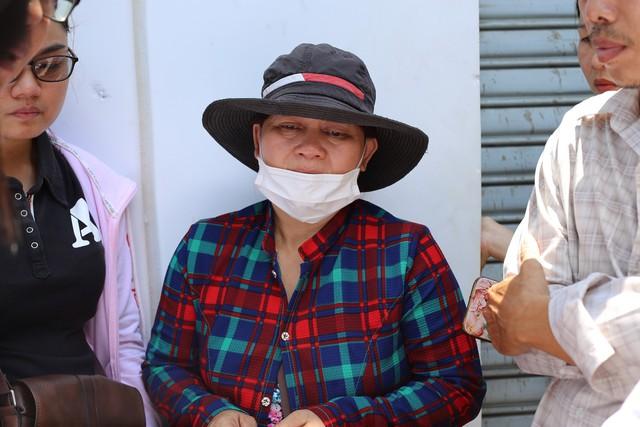 Sáng 14/5, Bệnh viện Thống Nhất (quận Tân Bình, TP.HCM) vẫn đang cấp cứu cho hai hiệp sĩ đường phố vừa bị đâm trọng thương vào tối ngày 13/5 là anh Đinh Phú Quý và Nguyễn Đức Huy (cùng 23 tuổi, ngụ TP.HCM). Trước đó, cả hai anh được mọi người đưa bằng xe máy vào Bệnh viện Thống Nhất cấp cứu trong tình trạng mất nhiều máu. Anh Huy bị đâm một nhát dao vào bên hông sườn, anh Quý bị đâm ở tay đứt động mạnh máu.