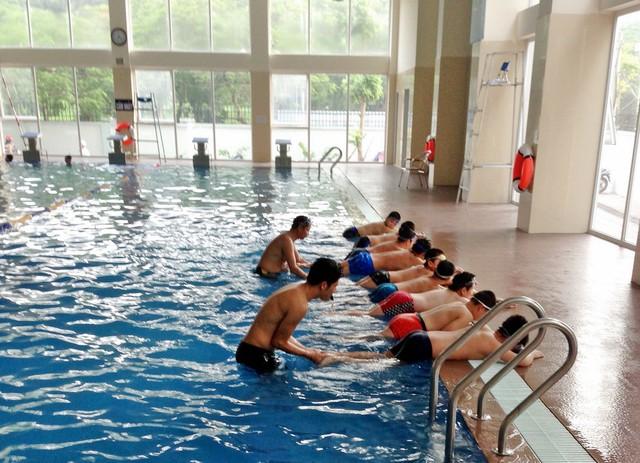 Công việc dạy bơi đã đem đến cho các giáo viên này một mức thu nhập khá cao.
