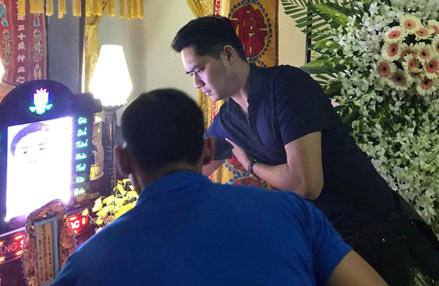MC Quyền Linh, Minh Luân đến thắp hương cho hai 'hiệp sĩ' Sài Gòn