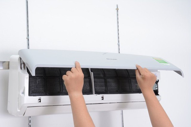 Tự vệ sinh điều hòa tại nhà sẽ giúp máy chạy ổn định, tiết kiệm được điện năng và đặc biệt không phải tốn tiền gọi thợ điều hòa