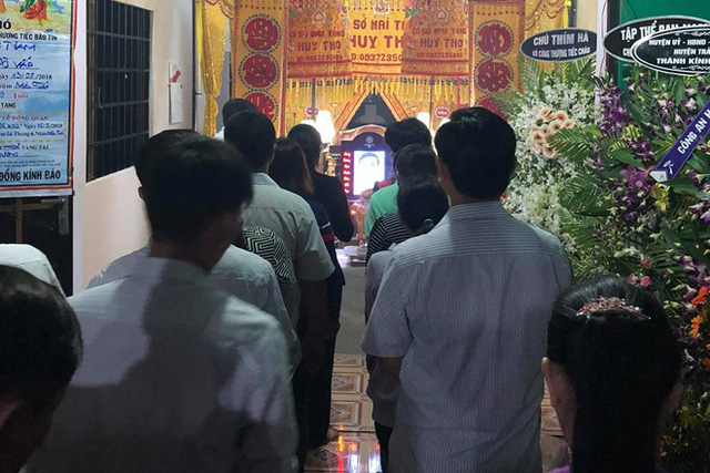 Nhiều người thân và họ hàng cũng đã đến chia buồn với sự mất mát của gia đình hiệp sĩ Nguyễn Hoàng Nam tại Đồng Nai.