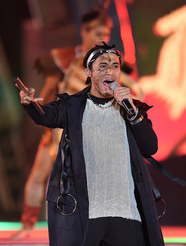 Phạm Anh Khoa từng giành giải thưởng do hội đồng chuyên môn của Sao Mai điểm hẹn 2006 trao tặng.