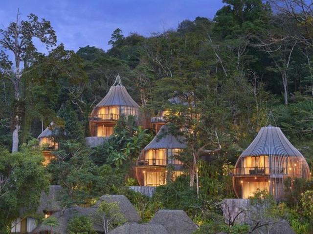 Khi những ngôi nhà sáng đèn, một thế giới yên bình và tĩnh lặng khiến ai cũng muốn được một lần đến đây để tận hưởng.