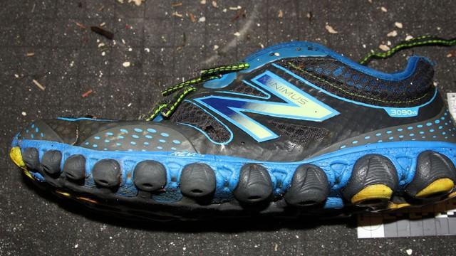 Đôi giày có chứa một bàn chân được tìm thấy vào tháng 2/2016. Ảnh: British Columbia Coroners Office