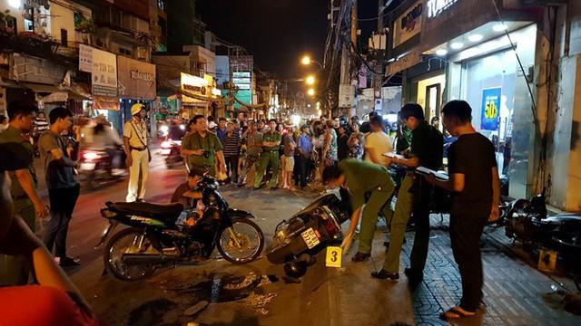 Hiện trường vụ án 2 hiệp sĩ ở Sài Gòn bị tấn công tối 13/5. Ảnh: Phan Công.