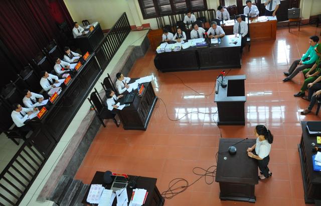 Toàn cảnh phiên toà xét xử BS Hoàng Công Lương và hai bị cáo khác ngày 17/5