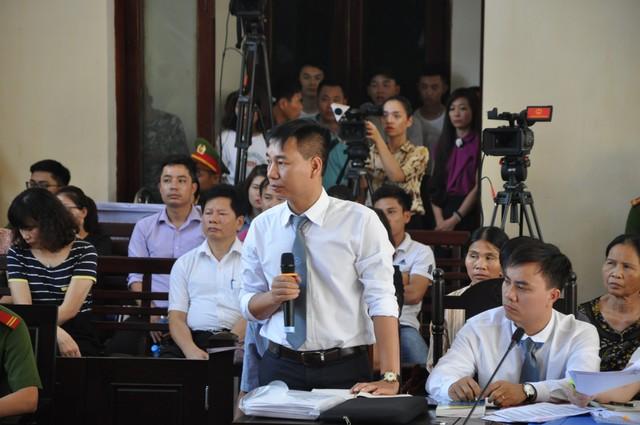 Đại diện BVĐK Hòa Bình trả lời trước tòa
