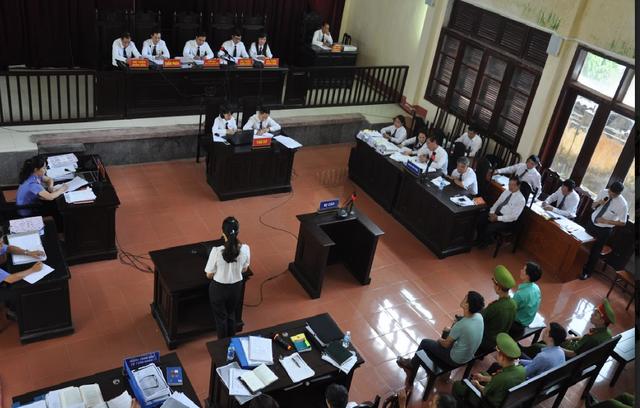 Hình ảnh tại phiên tòa chiều nay