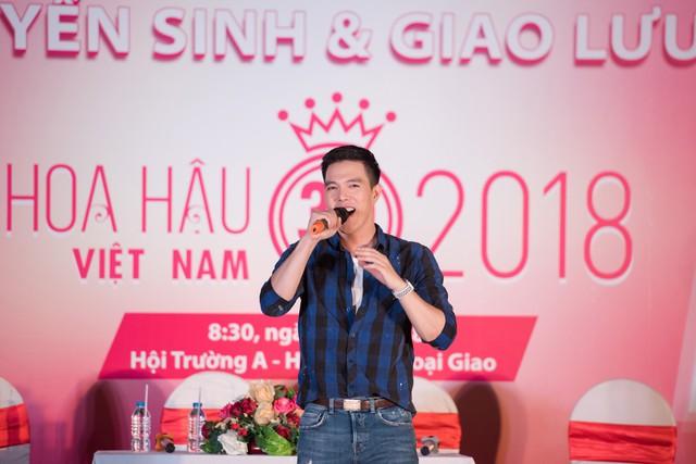 Ca sĩ Minh Châu góp vui bằng tiết mục ấn tượng