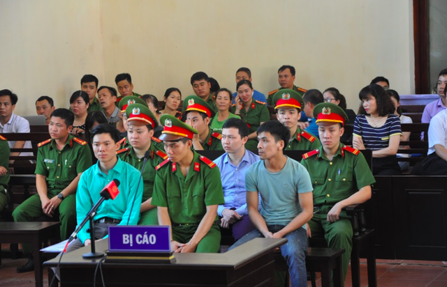Các bị cáo Hoàng Công Lương, Bùi Mạnh Quốc, Trần Văn Sơn tại phiên toà. Ảnh: PV