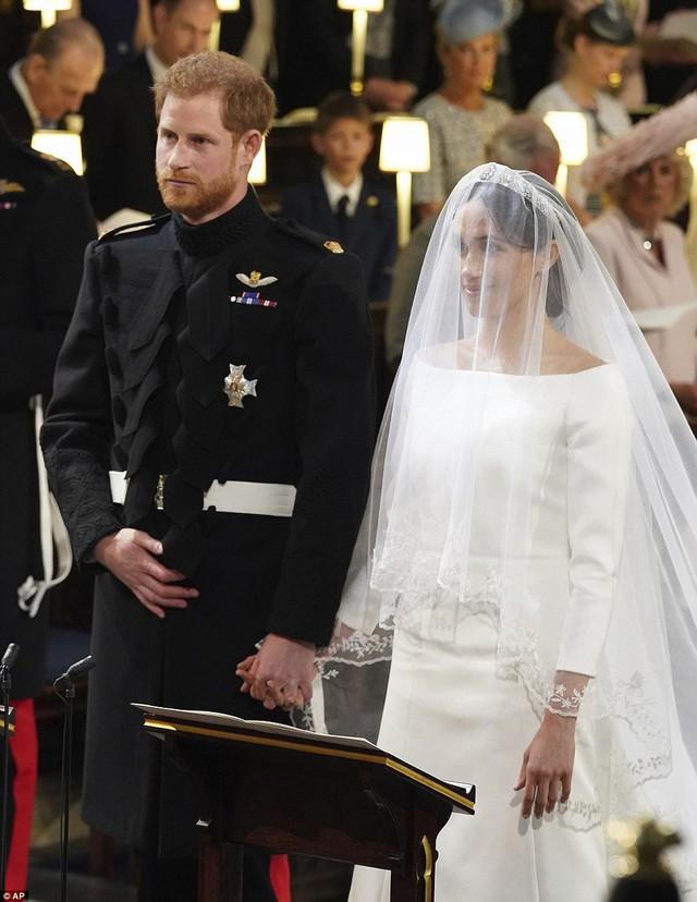 Khoảnh khắc thề nguyện ngọt ngào của hoàng tử Harry và công nương Maghen Markle.