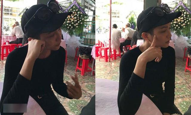 Hoa hậu Hoàn vũ Việt Nam 2017 HHen Niê khóc nức nở khi đến viếng người anh thân thiết. Mì Gói là stylist gắn bó với cô từ khi cô tham dự cuộc thi sắc đẹp.
