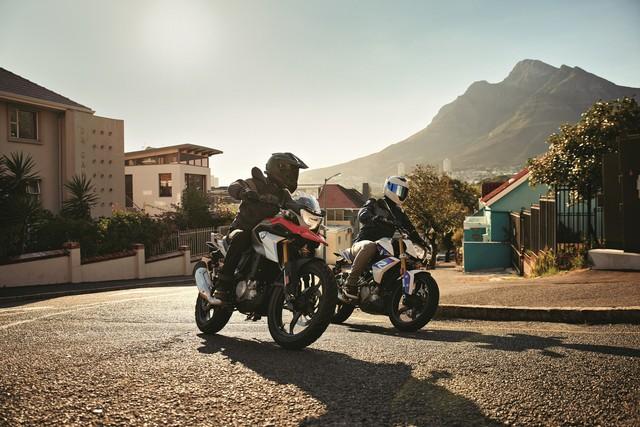 """BMW G310: Đây là mẫu xe đang được cộng đồng Biker Việt Nam mong chờ nhất trong thời gian qua. BMW G310 là mẫu naked bike cỡ nhỏ, với thiết kế lấy cảm hứng từ """"đàn anh"""" S1000R, gọn gàng và cứng cáp. BMW G310 hướng đến những tay lái mới, hoặc những khách hàng muốn một chiếc xe để đi lại hàng ngày. Xe có chiều cao yên 785mm và trọng lượng khô 158,5 kg. Mâm xe kích thước 17 inch. BMW G310 được THACO nhập về 2 phiên bản G 310 R và G 310 GS với nhiều màu sắc để khách hàng lựa chọn."""
