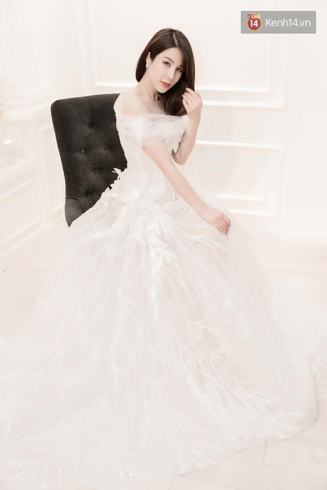 Những khâu chuẩn bị cho đám cưới đang được người đẹp và vị hôn phu chuẩn bị, hoàn tất.