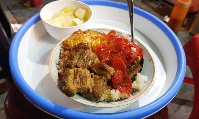 Món thịt kho đặc trưng của quán xôi cô Sòn Các món ăn kèm với xôi tại quán cô Sòn