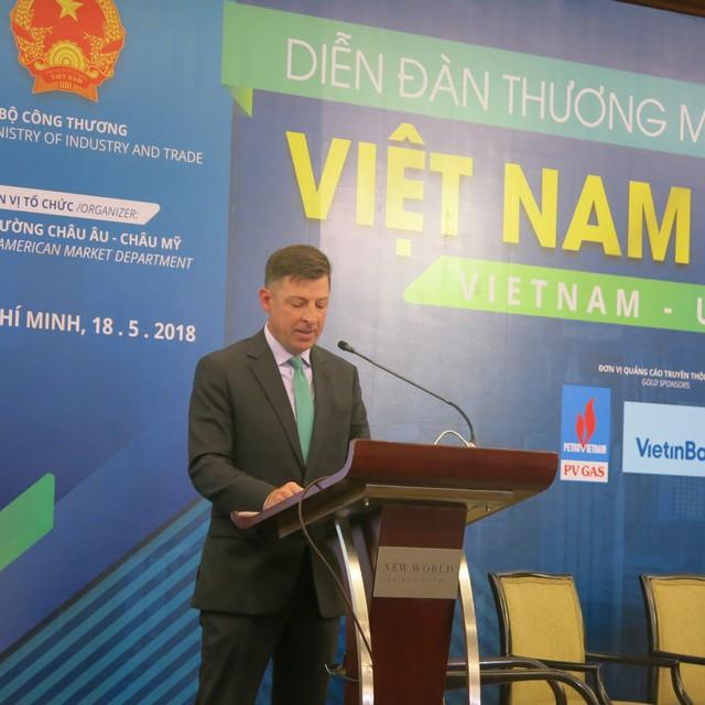 Phó Tổng Lãnh sự quán Mỹ tại TP.HCM , ông Tim Liston, chia sẻ tại diễn đàn