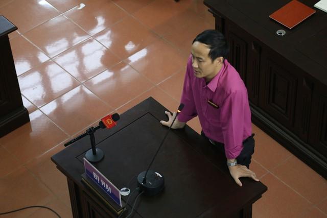 Ông Đinh Tiến Công trả lời trước tòa
