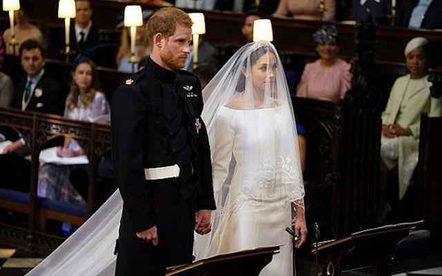 Meghan kết hôn với Hoàng tử Harry tại Nhà nguyện St George trước sự chứng kiến của 600 khách mời hôm 19/5. Ảnh: AFP.