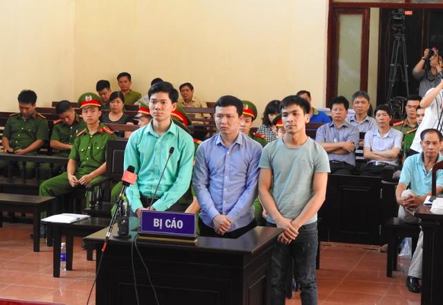 Ba bị cáo Hoàng Công Lương, Trần Văn Sơn, Bùi Mạnh Quốc trong phiên xử ngày 23/5