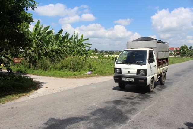 Khu vực cánh đồng Giật, nơi chị S. hẹn con gái mang 200 nghìn đồng ra trả xe ôm. Ảnh: Đ.Tùy