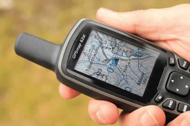 Thiết bị GPS sẽ trả lời câu hỏi đây là đâu? giúp bạn khi đi treking. Ảnh: BestATV.