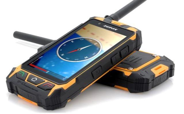 Có vẻ ngoài hầm hố, những chiếc điện thoại này chỉ được dùng trong những điều kiện sinh tồn khắc nghiệt. Ảnh: Amazon.