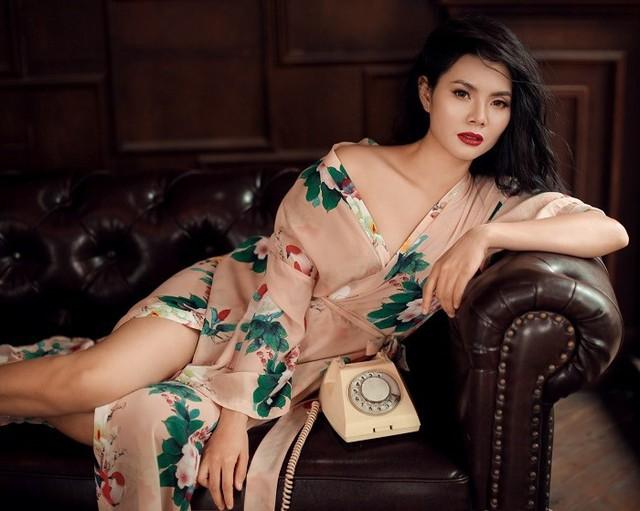 Nhiều khán giả quá đỗi ngạc nhiên vì lần đầu tiên thấy Lương Nguyệt Anh trút bỏ hình ảnh nữ tính quen thuộc để vào vai một phụ nữ gợi cảm, quyến rũ và có chút hoang dại.