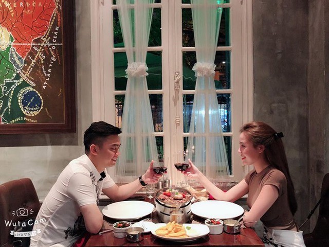 Vì công việc làm phi công phải liên tục bay nên mỗi lần được nghỉ ngơi, Hà Duy đều tranh thủ hẹn hò với vợ tương lai.