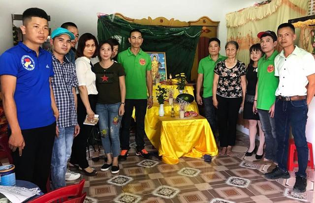 Một số đoàn từ thiện đã tìm đến ủng hộ cho hai cháu bé để chia sẻ và mong muốn hơn hết là hai cháu Trang và Quỳnh có cơ hội điều trị khỏi bệnh.
