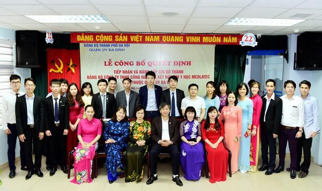 Ảnh: Tân Bí thư Đảng ủy Nguyễn Anh Trí chụp cùng các đồng chí đảng viên trong Chi bộ MEDLATEC nhân sự kiện Chi bộ thành Đảng bộ cơ sở trực thuộc Quận ủy Ba Đình.