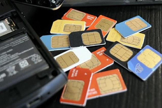 Nhà chức trách khuyến cáo chủ thuê bao các sim bị rút gọn số nên đăng ký lại tài khoản ở các ngân hàng. Ảnh minh họa.