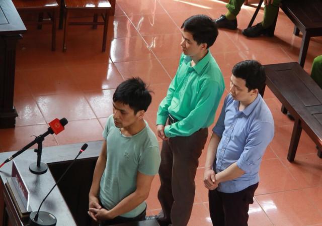Ba bị cáo Hoàng Công Lương (áo xanh), bị cáo Trần Văn Sơn, Bùi Mạnh Quốc nói lời sau cùng tại toà chiều 30/5.