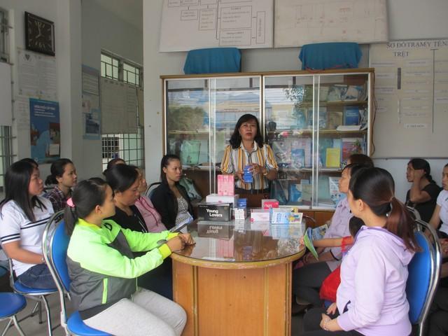 Truyền thông công tác DS-KHHGĐ cho người dân thị xã Ninh Hòa, tỉnh Khánh Hòa. Ảnh: Trang Nguyễn