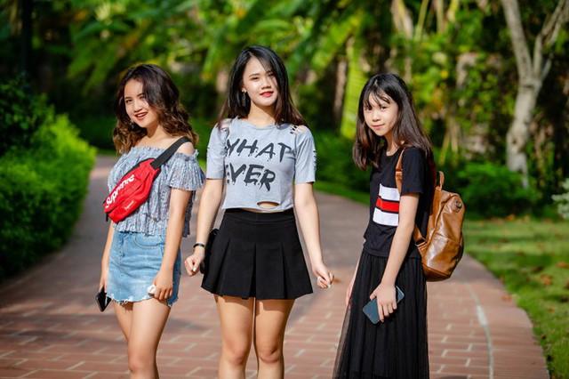 Ba nàng công chúa của Tú Dưa đều lớn phổng phao và có ngoại hình xinh xắn. Từ trái sang: Ngân Hà (14 tuổi), Linh Nhi (19 tuổi) và Lam Phương (13 tuổi).