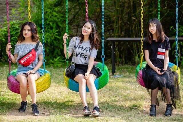 Nam ca sĩ khoe ba con gái rất yêu thương nhau.
