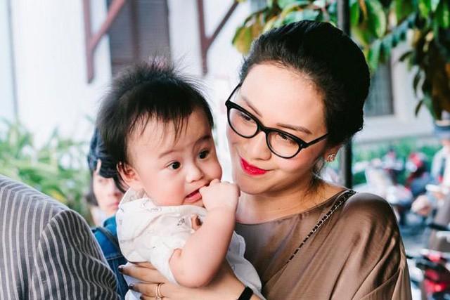 Vợ Thanh Bùi và bé Kiến An