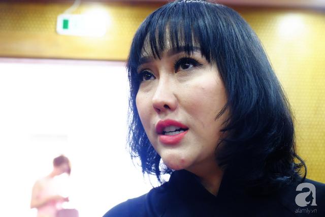 Gương mặt sần sùi với phần cằm nhọn hoắt của Phi Thanh Vân khiến nhiều người không khỏi ngỡ ngàng.