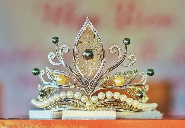 Vương miện giành cho thí sinh đăng quang Hoa hậu Người đẹp Hạ Long năm 2018 có trị giá 300 triệu đồng. Ảnh: BTC