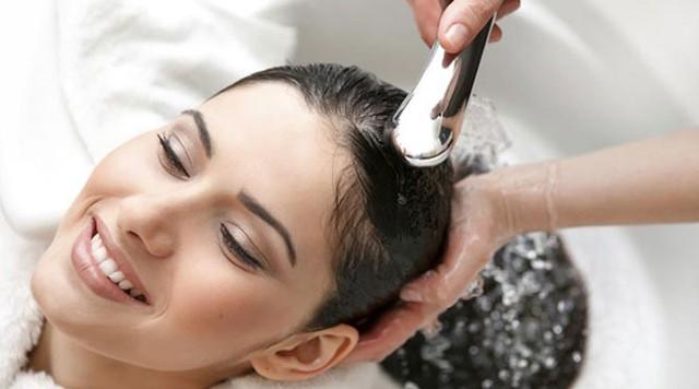 Những thói quen hàng ngày vô tình tàn phá mái tóc của bạn