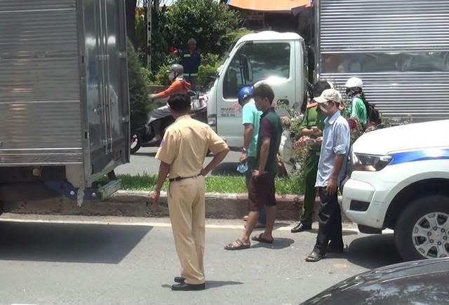 Tài xế và phụ xe bị đánh nhập viện sau va chạm giao thông trên đường ở Sài Gòn