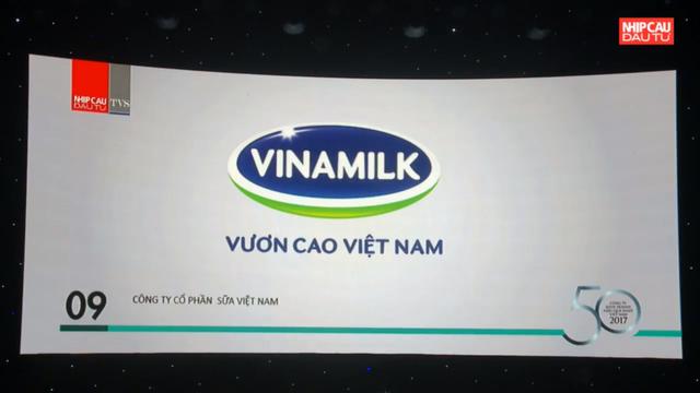Hình ảnh logo Vinamilk xuất hiện trên màn hình Lễ trao giải.