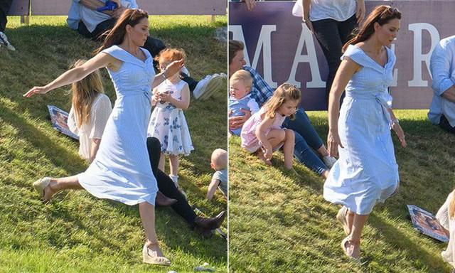 Công nương Kate giản dị mà không kém phần rạng rỡ, xinh đẹp khi đưa các con ra ngoài vui chơi.