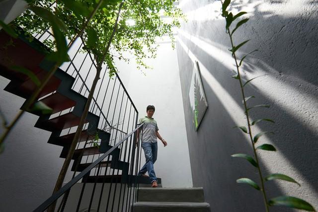 Ngôi nhà không cần bật đèn vào ban ngày, sử dụng đèn led tiết kiệm điện vào buổi tối. Kinh phí đầu tư cho nơi ở 2 tầng (diện tích sử dụng 170 m2) gần 1,2 tỷ.