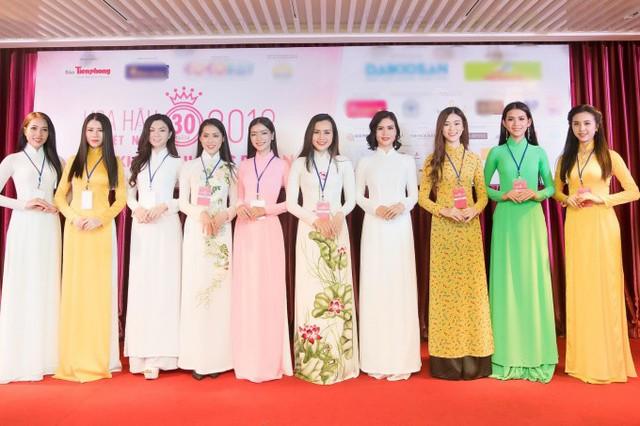 Độ tuổi của các thí sinh cũng phân bổ rộng. Thí sinh lớn tuổi nhất là Đoàn Kỳ Duyên, sinh năm 1993. Còn ba thí sinh Nguyễn Thị Thu Tâm, Trần Tiểu Vy và Phạm Ngọc Khánh Linh năm nay vừa tròn 18 tuổi.