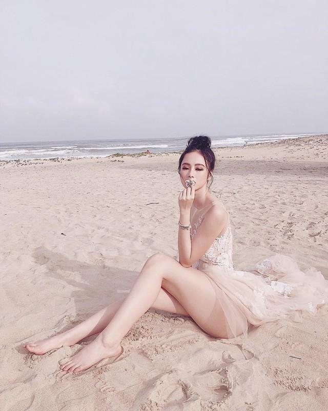 Đến nay người đẹp trở thành sao nữ sexy và nghiện khoe vòng ba của showbiz Việt.