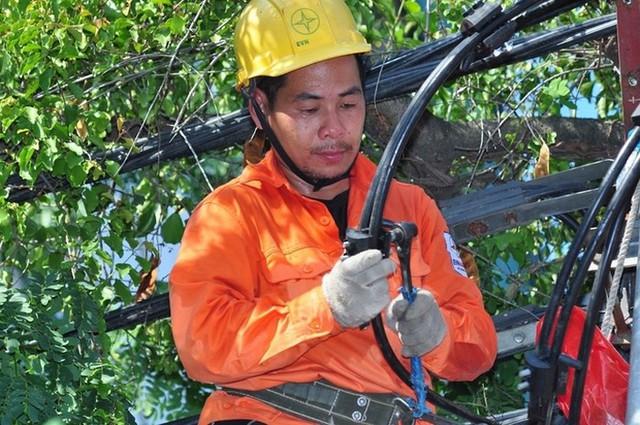 EVN HANOI khuyến cáo khách hàng sử dụng điện tiết kiệm, hiệu quả, tắt bớt các thiết bị điện không cần thiết, hạn chế sử dụng các thiết bị tiêu thụ nhiều điện trong giờ cao điểm.