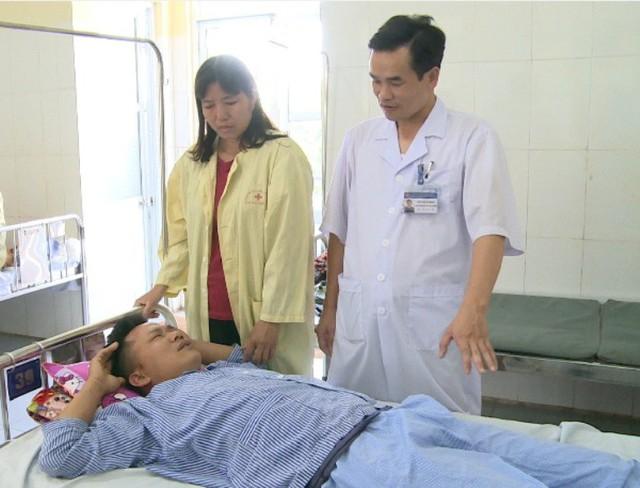 Anh Yên được điều trị tại Bệnh viện Đa khoa Phố Nối. Ảnh: Ánh Tuyết
