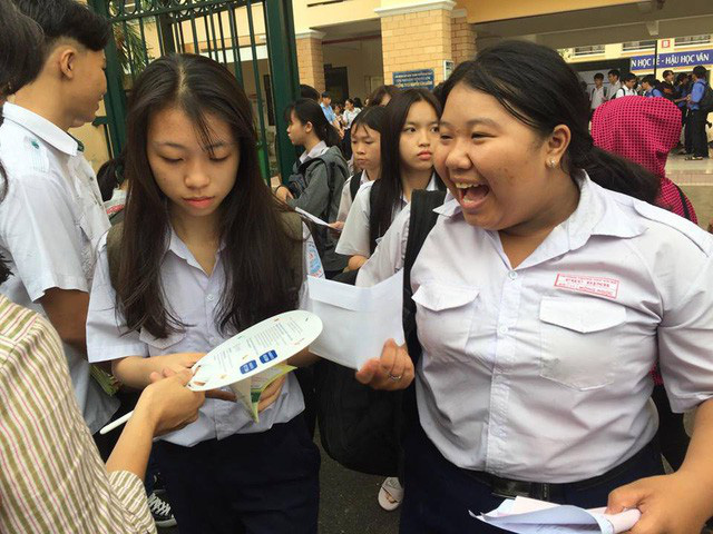 Học sinh ở TPHCM sau buổi thi môn Văn trong kỳ tuyển sinh vào lớp 10 năm 2018-2019