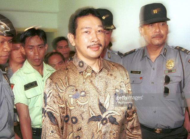 Tommy Suharto, con trai của cựu tổng thống Suharto bị nghi ngờ dùng máy bay trực thăng để đi du lịch trong thời gian thi hành án tù. Ảnh: Getty.